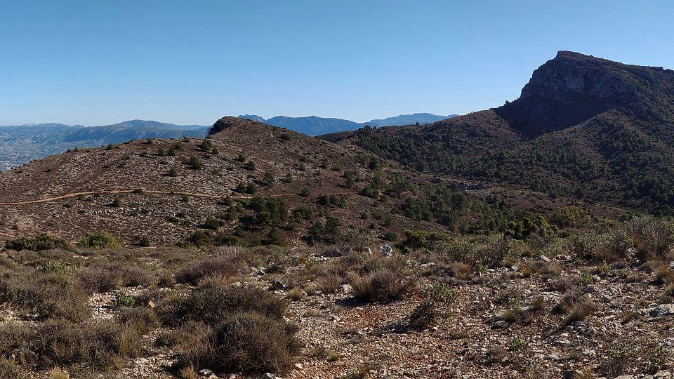 Subida a la cima de Montcabrer y visita de cavas desde Agres